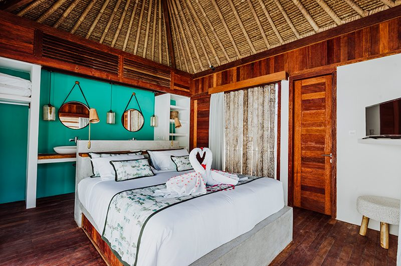 Majo Private Villas Bedroom with Mirror | Gili Trawangan, Lombok
