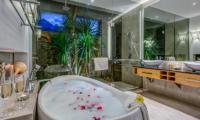 Villa Indah Aramanis Bathtub | Seminyak, Bali