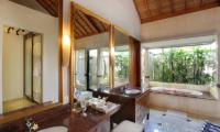 Villa Karang Saujana 1 Bathroom with Bathtub | Ungasan, Bali