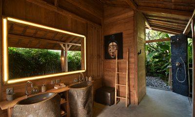 Villa Kayu Bathroom with Shower | Umalas, Bali