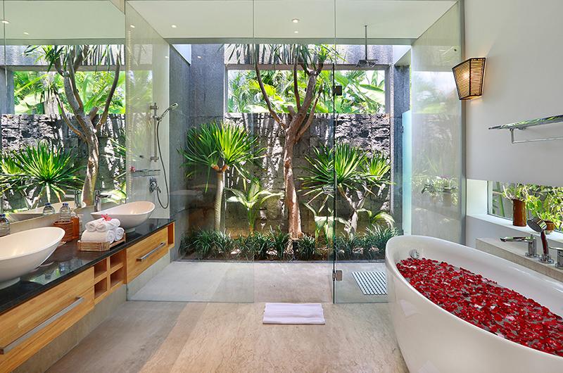 Villa Luna Aramanis Bathroom with Bathtub | Seminyak, Bali