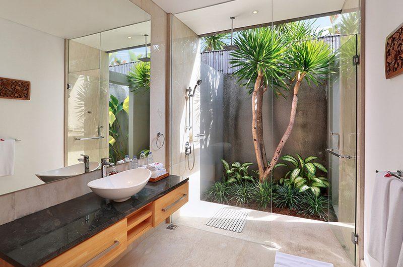 Villa Luna Aramanis Bathroom with Shower | Seminyak, Bali