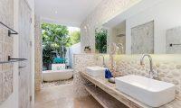 Villa Paraiba Bathroom with Bathtub | Seminyak, Bali