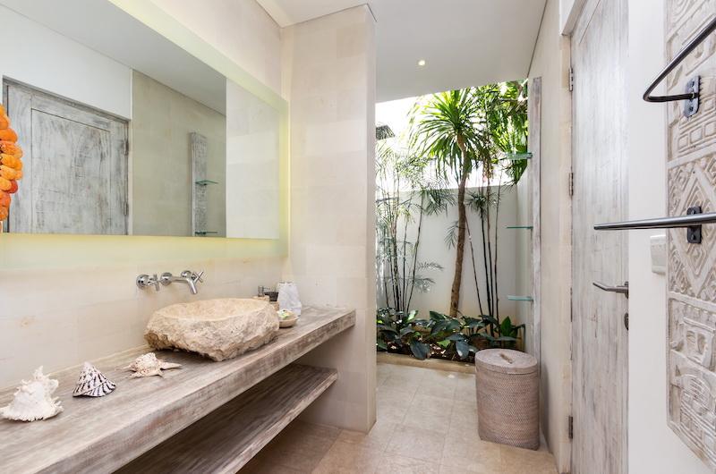 Villa Paraiba Bathroom Area with Shower | Seminyak, Bali