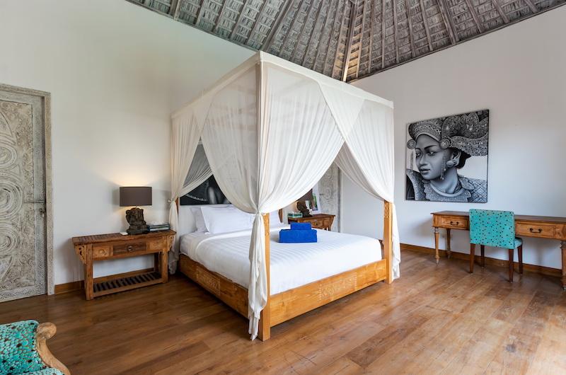 Villa Paraiba Spacious Bedroom with Study Table | Seminyak, Bali