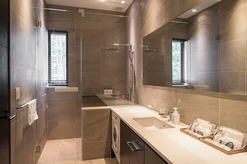 Villa El Cielo Bathroom with Shower | Hakuba, Nagano