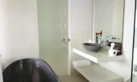Villa Asia Bathtub Area | Bang Por, Koh Samui