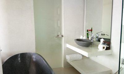Villa Lily Bathroom with Bathtub | Bang Por, Koh Samui