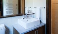 Ezorisu Bathroom with Mirror | Hirafu, Niseko