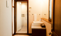 Ezorisu Bathroom Area | Hirafu, Niseko