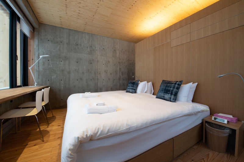 Puffin Bedroom with Lamps | Hirafu, Niseko