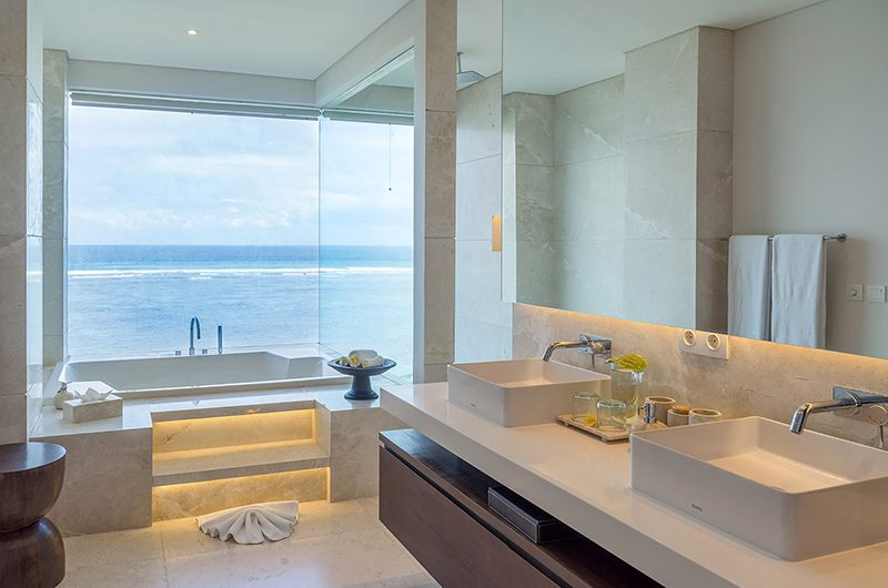 Grand Cliff Nusa Dua Bathroom with Bathtub | Nusa Dua, Bali