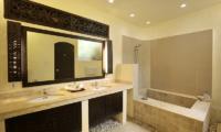 Impiana Seminyak Three Bedrooms Villa Bathroom | Seminyak, Bali