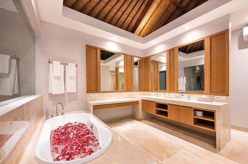 Karang Saujana Estate Villa Bale Agung Bathroom Two | Ungasan, Bali