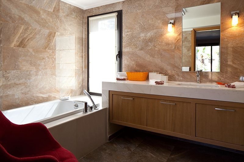 Villa Olirange Bathroom with Bathtub | Marrakech, Morocco
