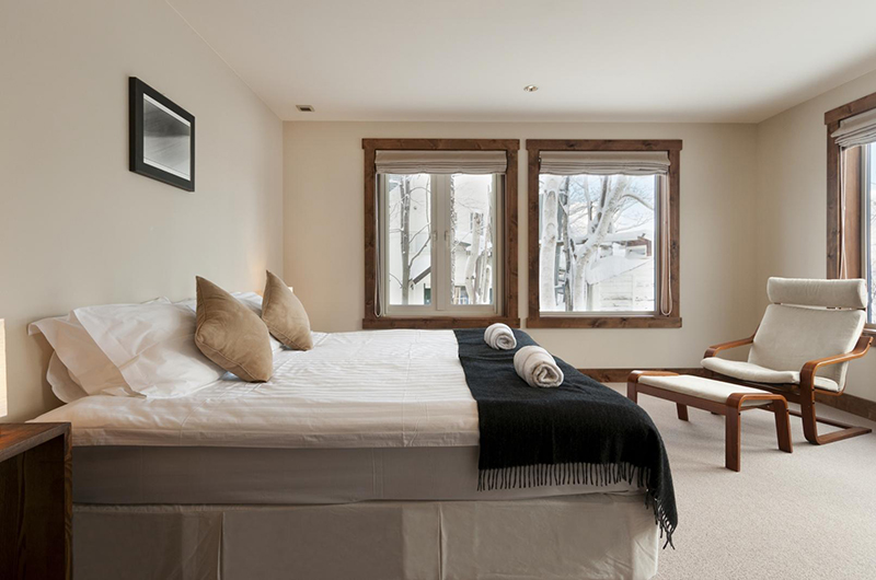 Ishi Couloir C Bedroom Side | Hirafu, Niseko
