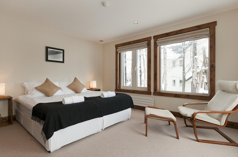 Ishi Couloir C Bedroom with Seating | Hirafu, Niseko