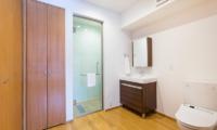 Kita Kitsune Bathroom | Hirafu, Niseko