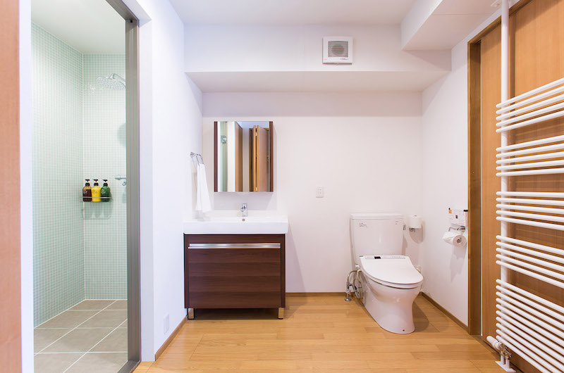 Kita Kitsune Toilet | Hirafu, Niseko