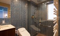 Kitsune House Bathroom   Hirafu, Niseko