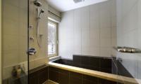 Mizunara Bathtub | Hirafu, Niseko