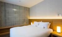 Mizunara Bedroom with Lamps | Hirafu, Niseko