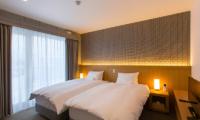 Mizunara Twin Bedroom with Lamps | Hirafu, Niseko