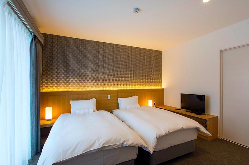 Mizunara Twin Bedroom with TV | Hirafu, Niseko