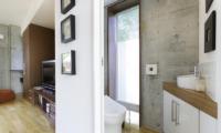 Yuuki Toride Bathroom | Hirafu, Niseko