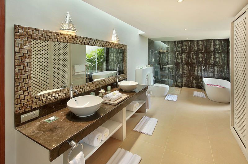 Hidden Hills Villas Villa Grande Bathroom with Bathtub | Uluwatu, Bali