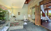 Hidden Hills Villas Villa Grande Bathtub Area | Uluwatu, Bali