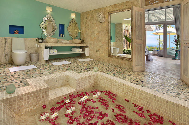 Hidden Hills Villas Villa Santorini Bathtub | Uluwatu, Bali