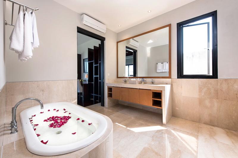 Villa Dewi Lanjar Bathtub | Ungasan, Bali