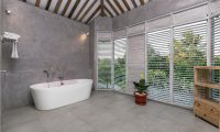 Villa Hasian Bathroom with Bathtub | Jimbaran, Bali