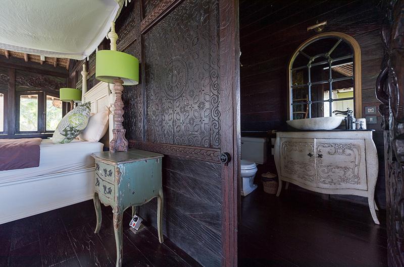 Villa Keong Enclosed Bathroom | Tabanan, Bali
