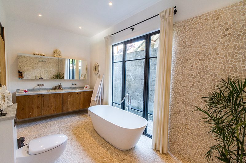 Villa Nehal Bathroom with Bathtub | Umalas, Bali