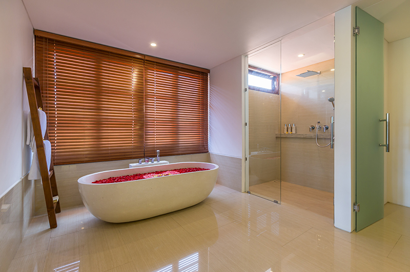 Villa Rusa Biru Bathtub | Canggu, Bali