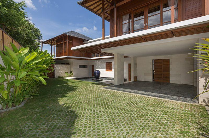 Villa Rusa Biru Garden   Canggu, Bali
