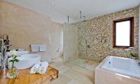Villa Shaya Bathtub | Canggu, Bali