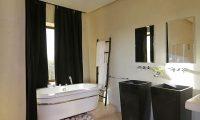 Villa Pars Bathtub Area | Marrakesh, Morocco