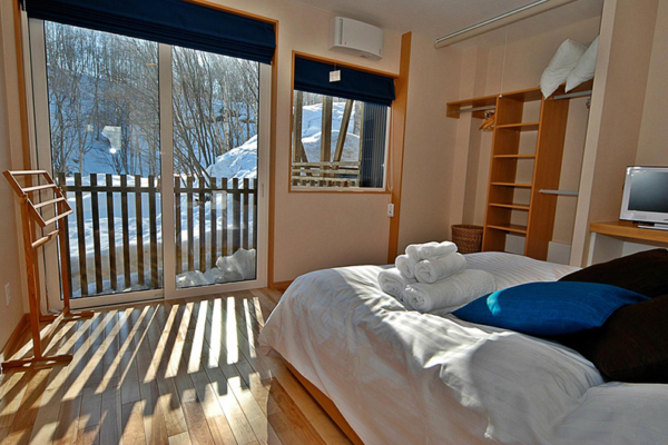 Casi 67 East Bedroom Side | Hirafu, Niseko
