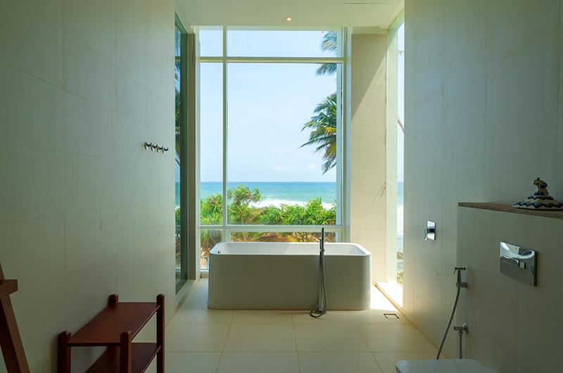 Villa Sielen Diva Mora Bedroom Bathtub | Talpe, Sri Lanka