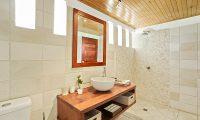 Villa Senang Masari Bathroom with Mirror | Efate, Vanuatu