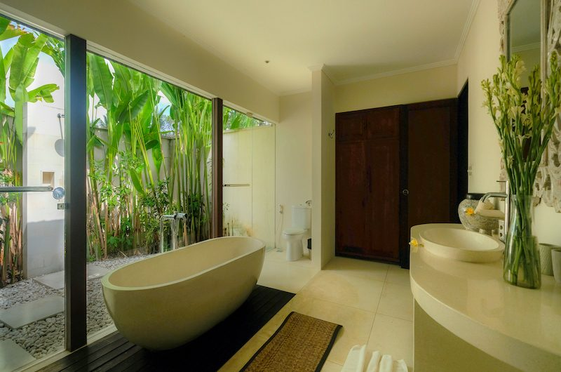 Umah Tenang Bathroom with Bathtub | Seseh, Bali
