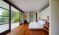 Umah Tenang Master Bedroom   Seseh, Bali