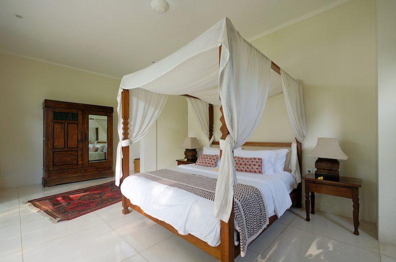 Umah Tenang Bedroom One with Lamps   Seseh, Bali
