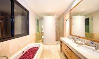 Villa Anahit Bathtub | Ungasan, Bali