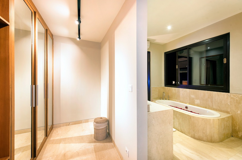 Villa Anahit Bathroom with Bathtub | Ungasan, Bali
