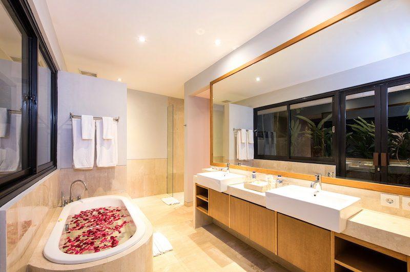 Villa Anahit Bathtub Area | Ungasan, Bali