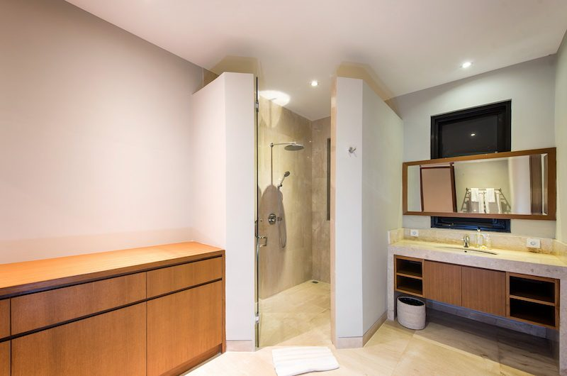 Villa Anahit Bathroom with Shower | Ungasan, Bali
